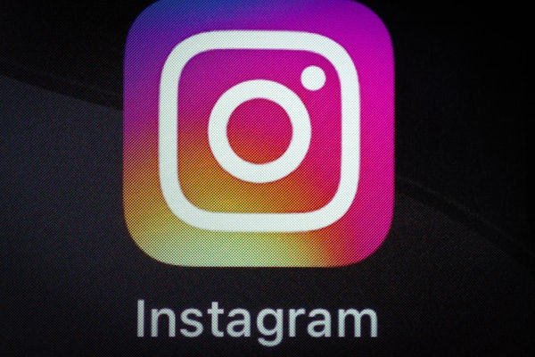 """These tweets and memes about """"Instagram down"""" on March 19 will make you LOL."""