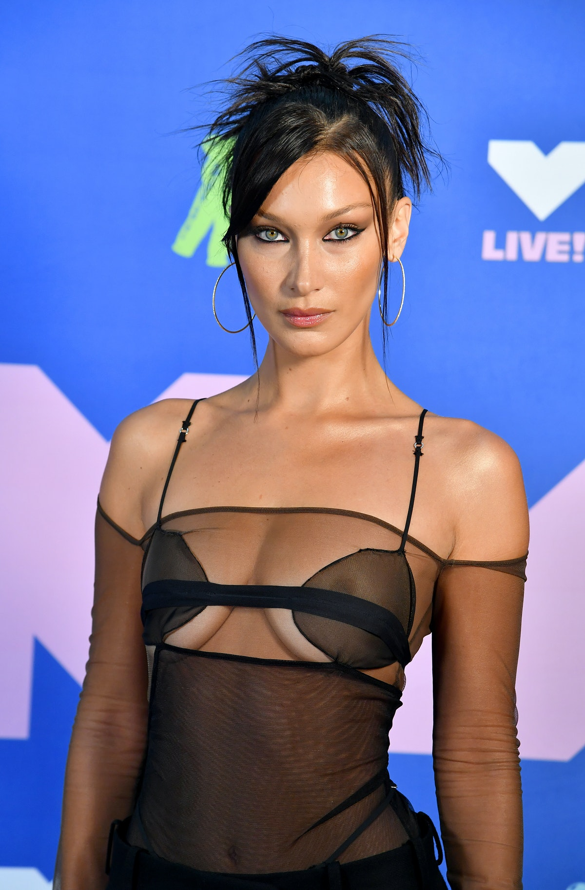 Bella Hadid's spiky 'do at the VMAs was totally '90s.