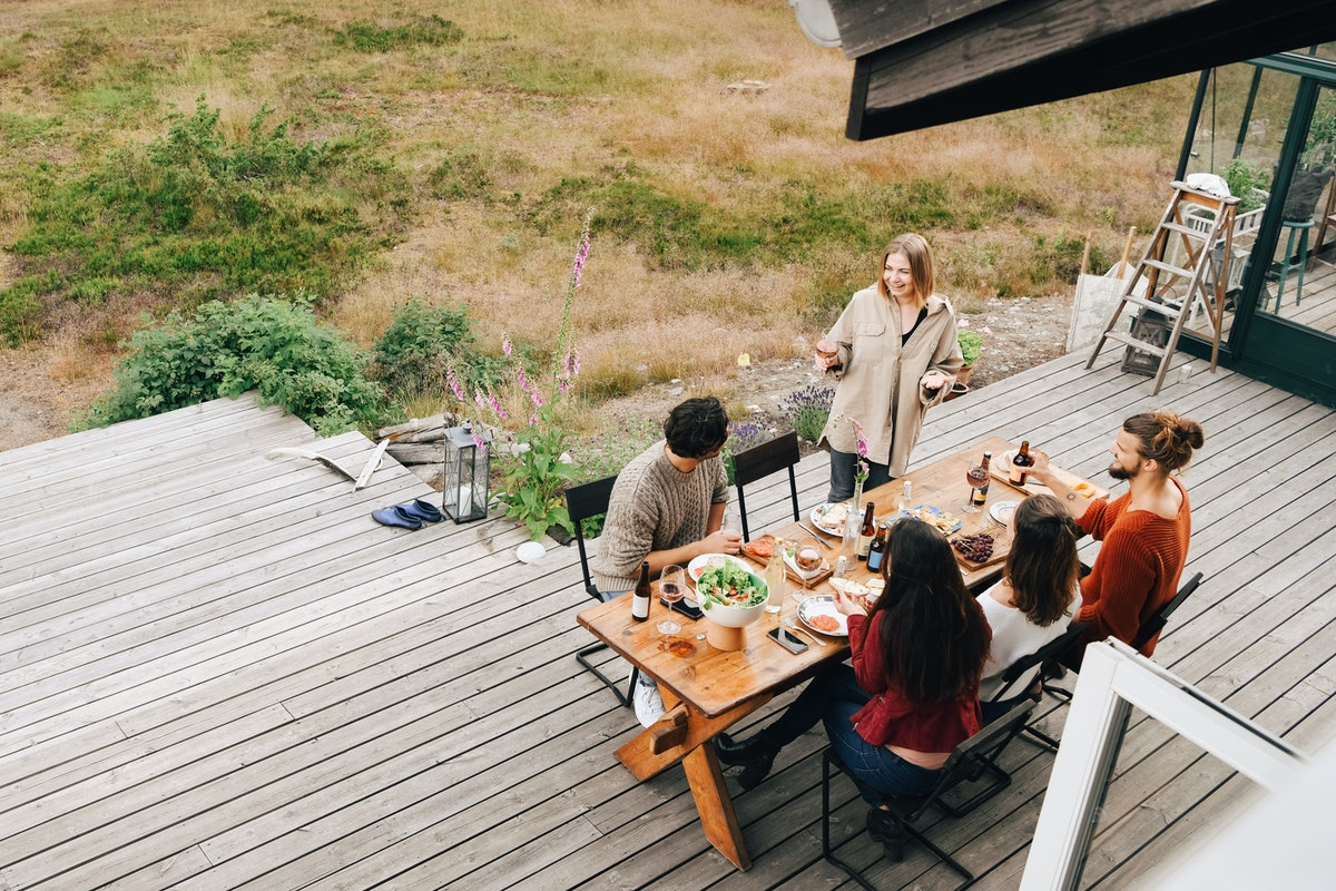 Prioritizing guest comfort is an expert-approved outdoor entertaining idea
