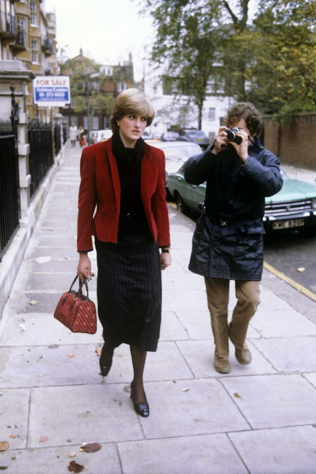 Diana Spencer being followed by the press.