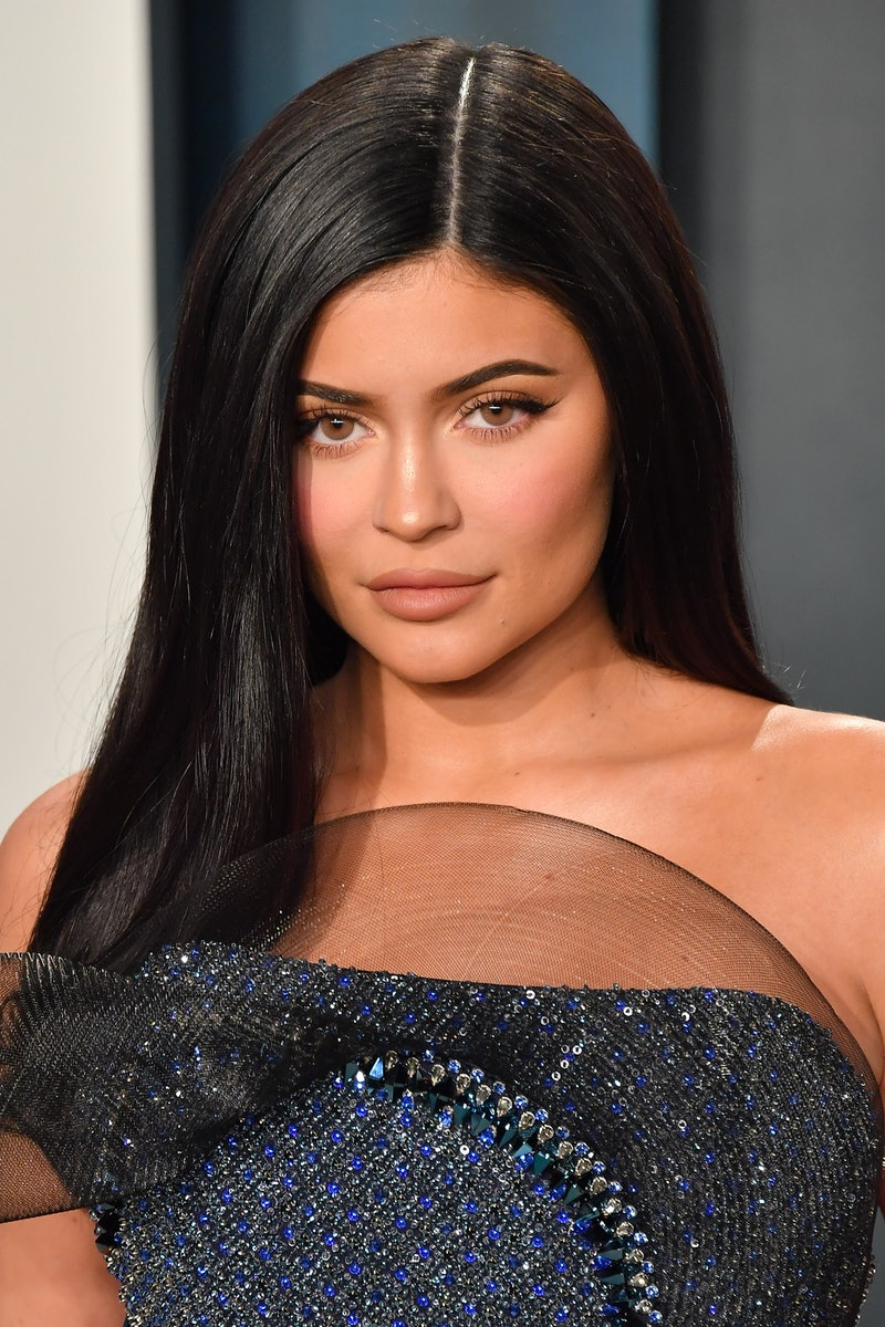 BEVERLY HILLS, CALIFORNIA - FEBRUARY 09: Kylie Jenner arrives at the 2020 Vanity Fair Oscar Party hosted by Radhika Jones at Wallis Annenberg Center for the Performing Arts on February 09, 2020 in Beverly Hills, California. (Photo by Allen Berezovsky/Getty Images)