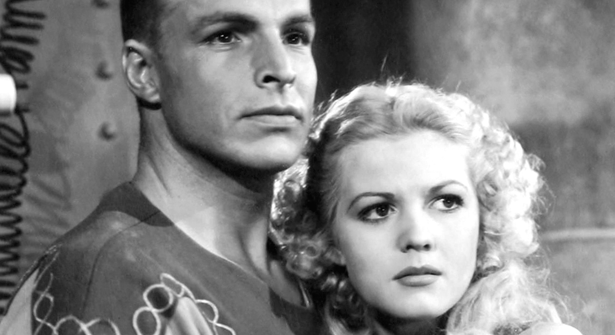 Actors Buster Crabbe as Flash Gordon and Jean Rogers as Dale Arden in the 1936 film serial 'Flash Gordon', 1936.   (Photo by Silver Screen Collection/Getty Images)