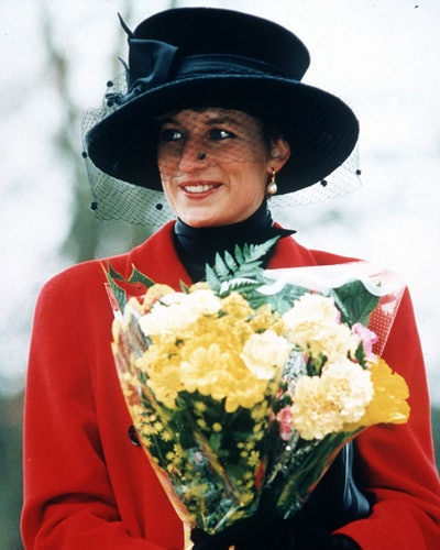UNITED KINGDOM - DECEMBER 25:  PRINCESS DIANA AT SANDRINGHAM ON CHRISTMAS DAY, THE PRINCESS IS WEARING A RED COAT AND A BROAD-BRIMMED BLACK HAT, SHE IS CARRYING A BOUQUET OF FLOWERS  (Photo by Tim Graham Picture Library/Getty Images)