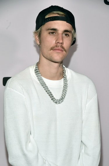 """LOS ANGELES, CALIFORNIA - JANUARY 27:  Justin Bieber  attends the premiere of YouTube Originals' """"Ju..."""