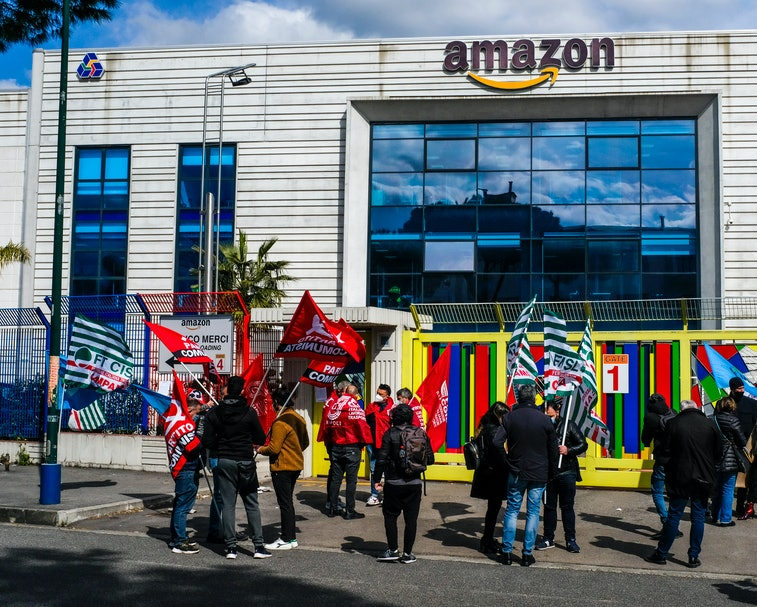 AMAZON HUB, AVERSA, CAMPANIA, ITALY - 2021/03/22: The Amazon hub workers protest in front of the main gate  during the Amazon's workers national strike. thousands of  workers, including drivers, hub and warehouse workers, will stop for 24 hours on a strike claimed by trade unions. (Photo by Antonio Balasco/KONTROLAB/LightRocket via Getty Images)