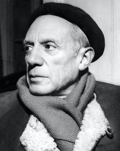 Portrait of Spanish-born artist Pablo Picasso (1881 - 1973) in a winter coat, scarf, and beret, 1950s. (Photo by Hulton Archive/Getty Images)