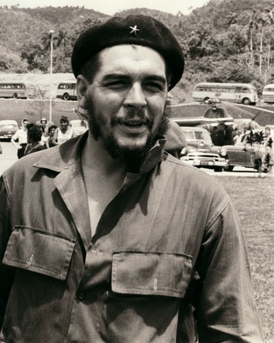 Ernesto Che Guevara (1928-1967), Cuban revolutionary of Argentine origin born in Rosario (Argentina). In Soroa in the Pinar del Rio Province (Cuba). In 1961. (Photo by adoc-photos/Corbis via Getty Images)