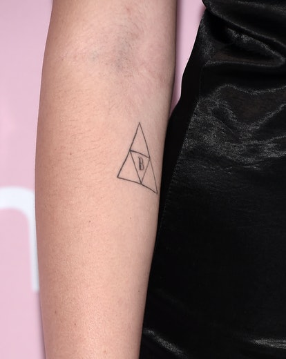 noah cyrus' stick and poke tattoo