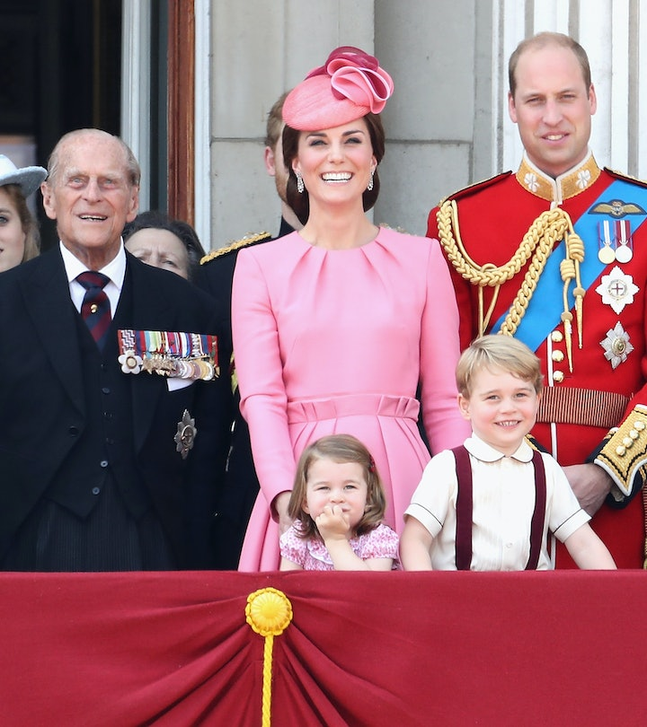 (L-R) Queen Elizabeth II, Prince Philip, Duke of Edinburgh, Catherine, Duchess of Cambridge, Princess Charlotte of Cambridge, Prince George of Cambridge and Prince William, Duke of Cambridge look out from the balcony of Buckingham Palace during the Trooping the Colour parade on June 17, 2017 in London, England.  (Photo by Chris Jackson/Getty Images)