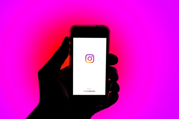 Instagram is testing allowing users to remove like counts (or not) depending on their preference.