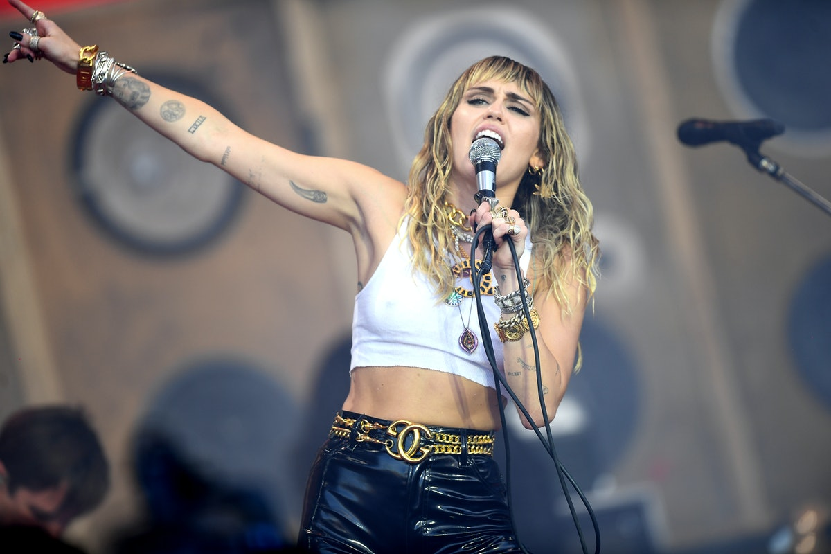 GLASTONBURY, ENGLAND - JUNE 30: Miley Cyrus performs on the Pyramid stage during day five of Glaston...
