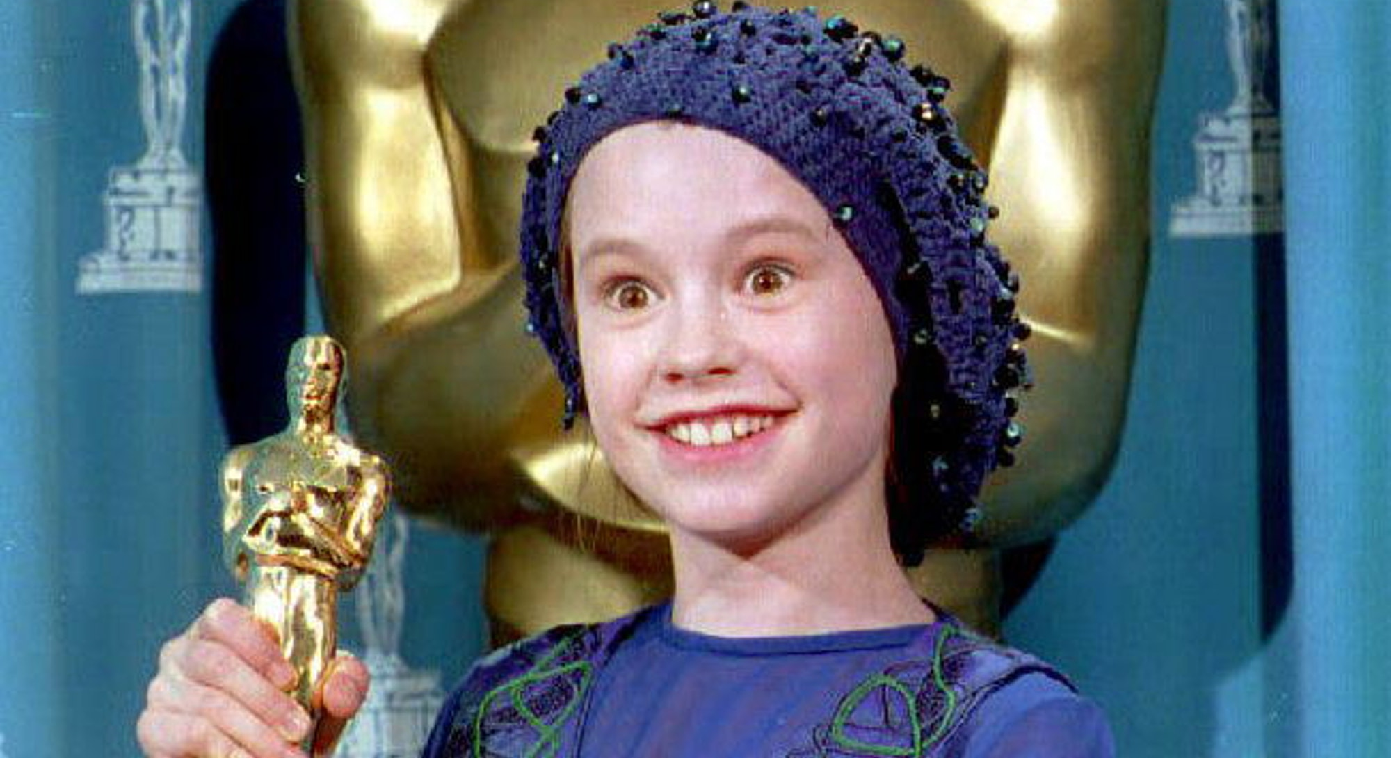 "LOS ANGELES, UNITED STATES:  Actress Anna Paquin of New Zealand poses with the 1993 Oscar she received for best supporting actress during the 66th annual Academy Awards 21 March 1994 in Los Angeles. Paquin, 11, won for her performance in the movie ""The Piano."" (Photo credit should read TIM CLARY/AFP via Getty Images)"