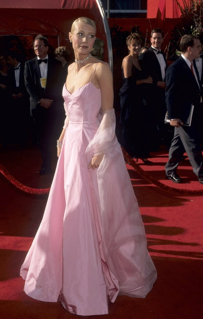 Gwyneth Paltrow during 71st Annual Academy Awards - Arrivals at Dorothy Chandler Pavilion in Los Ang...