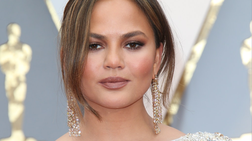 HOLLYWOOD, CA - FEBRUARY 26: Model Chrissy Teigen arrives at the 89th Annual Academy Awards at Hollywood & Highland Center on February 26, 2017 in Hollywood, California. (Photo by Dan MacMedan/Getty Images)