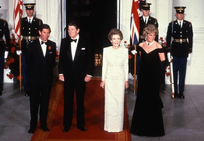 WASHINGTON, DC - NOVEMBER 09: Prince Charles, Prince of Wales (L) and Diana, Princess of Wales (R), wearing a midnight blue velvet, off the shoulder evening gown designed by Victor Edelstein, pose for a photograph with US President Ronald Reagan (2nd L) and First Lady Nancy Reagan (2nd R) at the White House on November 9, 1985 in Washington, DC. (Photo by Anwar Hussein/Getty Images)