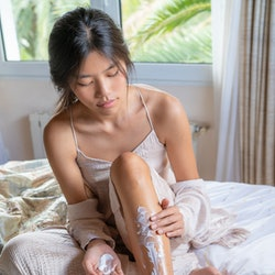 Dermatologists explain how to get rid of strawberry legs.