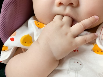 baby chewing on fingers