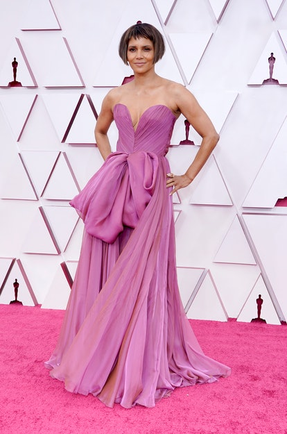 LOS ANGELES, CALIFORNIA – APRIL 25: Halle Berry attends the 93rd Annual Academy Awards at Union Station on April 25, 2021 in Los Angeles, California. (Photo by Chris Pizzello-Pool/Getty Images)