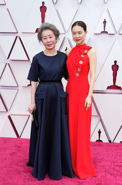 LOS ANGELES, CALIFORNIA – APRIL 25: (L-R) Youn Yuh-jung and Han Ye-ri attend the 93rd Annual Academy Awards at Union Station on April 25, 2021 in Los Angeles, California. (Photo by Chris Pizzello-Pool/Getty Images)