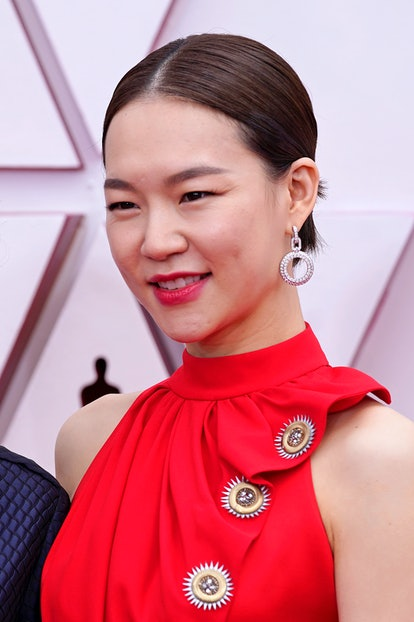 LOS ANGELES, CALIFORNIA – APRIL 25: Han Ye-ri, fashion detail, attends the 93rd Annual Academy Awards at Union Station on April 25, 2021 in Los Angeles, California. (Photo by Chris Pizzello-Pool/Getty Images)