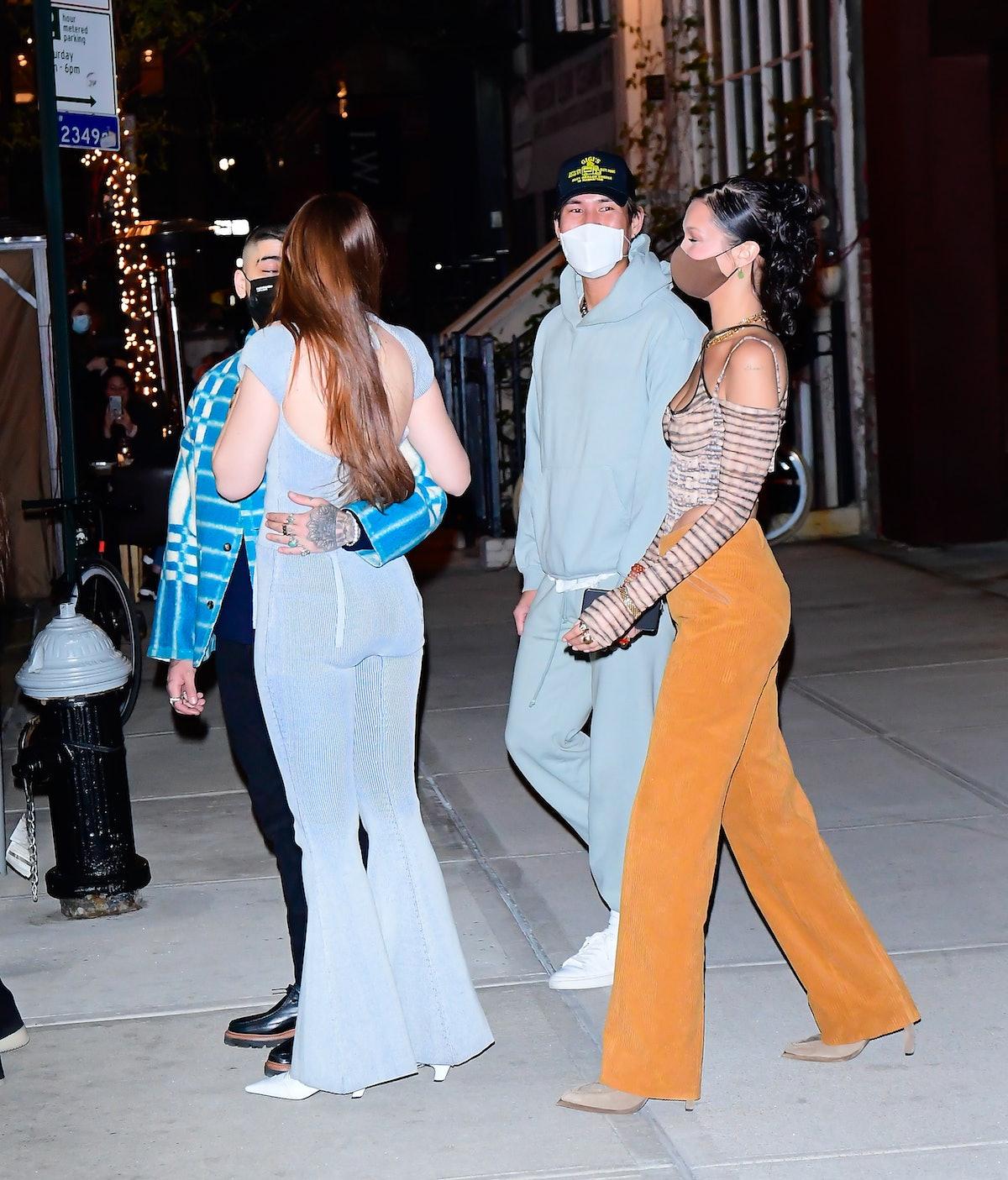 NEW YORK, NY - APRIL 23:  Zayn Malik, Gigi Hadid and Bella Hadid are seen on April 23, 2021 in New York City.  (Photo by Raymond Hall/GC Images)