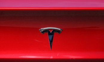 CORTE MADERA, CALIFORNIA - APRIL 26: The Tesla logo is displayed on a Tesla car on April 26, 2021 in Corte Madera, California. Tesla will report first quarter earnings today after the closing bell. (Photo by Justin Sullivan/Getty Images)
