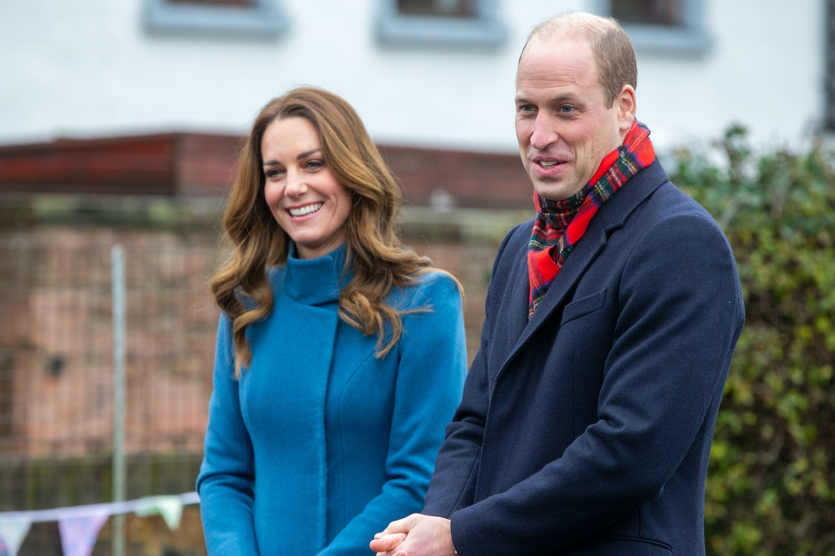 BERWICK-UPON-TWEED, ENGLAND - DECEMBER 07:  Prince William, Duke of Cambridge and Catherine, Duchess of Cambridge meet staff and pupils from Holy Trinity Church of England First School as part of their working visits across the UK ahead of the Christmas holidays on December 7, 2020 in Berwick-Upon-Tweed, United Kingdom. During the tour William and Kate will visit communities, outstanding individuals and key workers to thank them for their efforts during the coronavirus pandemic. (Photo by Andy Commins - WPA Pool/Getty Images)