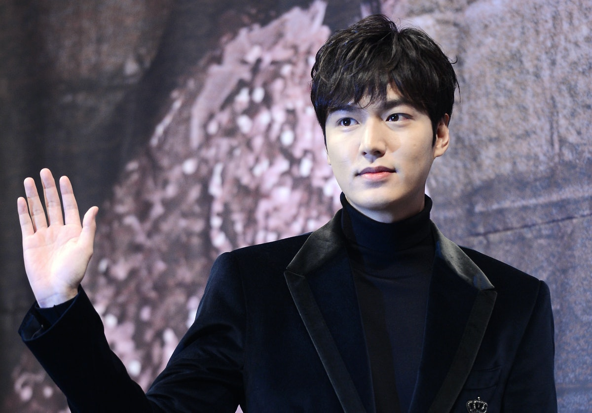 SEOUL, SOUTH KOREA - NOVEMBER 14: Actor Lee Min-Ho attends the press conference for SBS Drama 'Legend of the Blue Sea' at Imperial Palace Hotel on November 14, 2016 in Seoul, South Korea. (Photo by THE FACT/Imazins via Getty Images)