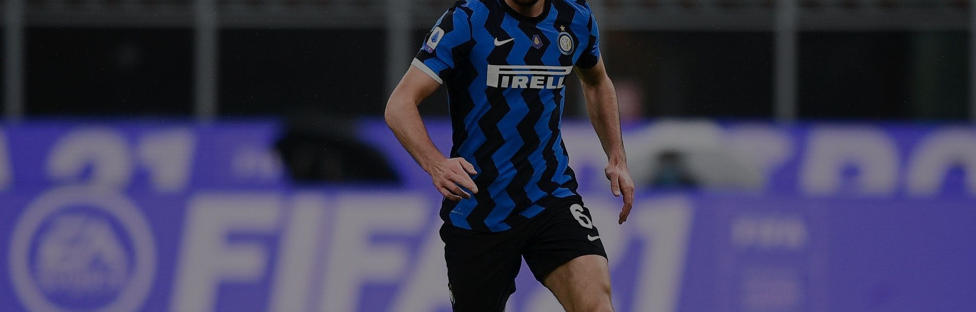 STADIO GIUSEPPE MEAZZA, MILAN, ITALY - 2020/12/20: Stefan de Vrij of FC Internazionale in action during the Serie A football match between FC Internazionale and Spezia Calcio. FC Internazionale won 2-1 over Spezia Calcio. (Photo by Nicolò Campo/LightRocket via Getty Images)