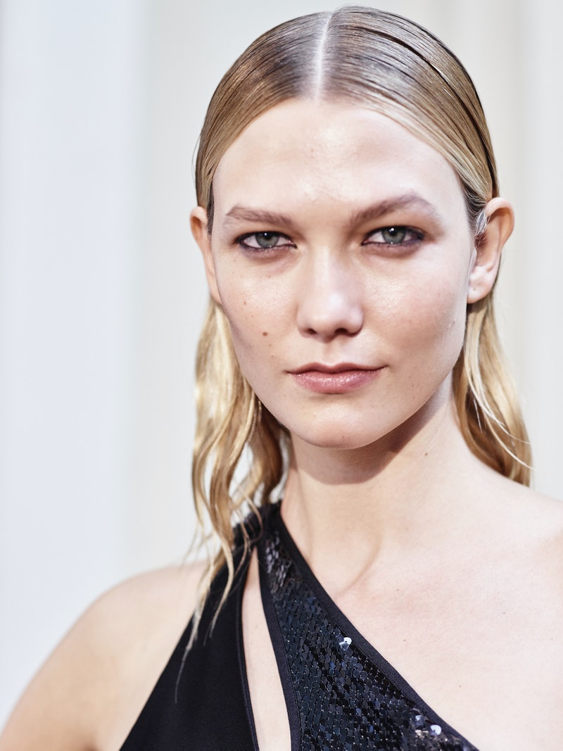 Supermodel Karlie Kloss poses prior the Mugler show as part of the Paris Fashion Week Womenswear  Spring/Summer 2017  on October 1, 2016 in Paris, France.