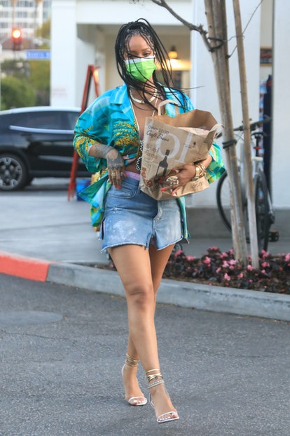LOS ANGELES, CA - MARCH 29: Rihanna stops for groceries on March 29, 2021 in Los Angeles, California. (Photo by MEGA/GC Images)