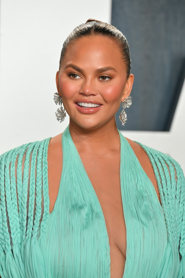 BEVERLY HILLS, CALIFORNIA - FEBRUARY 09: Chrissy Teigen attends the 2020 Vanity Fair Oscar party hosted by Radhika Jones at Wallis Annenberg Center for the Performing Arts on February 09, 2020 in Beverly Hills, California. (Photo by George Pimentel/Getty Images)