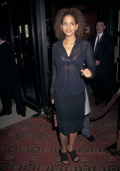 """NEW YORK CITY - APRIL 30:   Actress Halle Berry attends the """"Bulworth"""" New York City Premiere on April 30, 1998 at the Ziegfeld Theater in New York City. (photo by Ron Galella, Ltd./Ron Galella Collection via Getty Images)"""