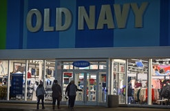 WILKES-BARRE, UNITED STATES - 2020/11/27: Black Friday shoppers walk into Old Navy. (Photo by Aimee Dilger/SOPA Images/LightRocket via Getty Images)