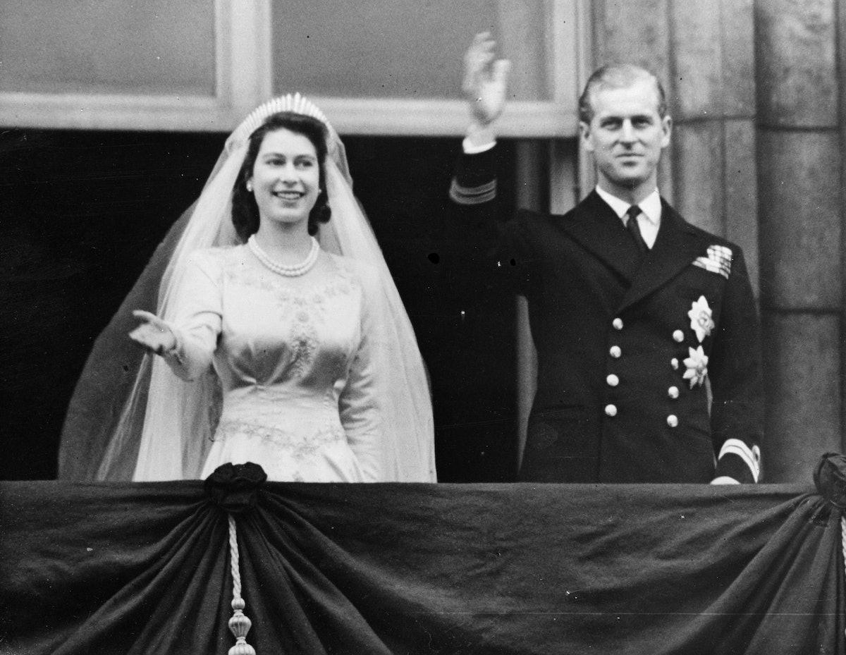 20th November 1947:  Princess Elizabeth and The Prince Philip, Duke of Edinburgh waving to a crowd f...