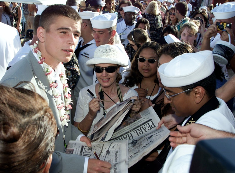 Actor Josh Hartnett signs autographs at the World Premiere of Touchstone Pictures' / Jerry Bruckheimer Films' PEARL HARBOR on the aircraft carrier USS John C. Stennis, Monday, May 21, 2001, Pearl Harbor, Hawaii.  photo by Kevin Winter/Touchstone Pictures/Getty Images