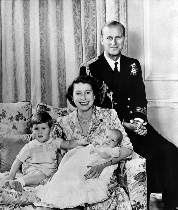 Queen Elizabeth II poses with her husband Prince Philip, Duke of Edinburgh and their children Prince Charles of Wales (L) and Princess Anne of England (R) in October 1950 in London. (Photo by - / AFP) (Photo by -/AFP via Getty Images)