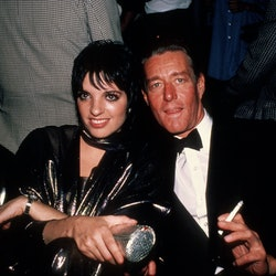 NEW YORK, NY - CIRCA 1982: Liza Minnelli with designer Halston circa 1982 in New York City. (Photo by Robin Platzer/IMAGES/Getty Images)
