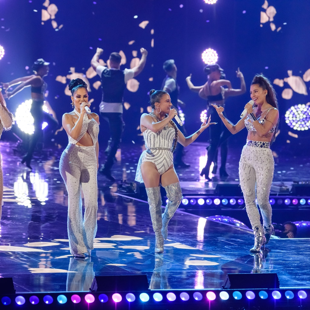 HOLLYWOOD, FL - AUGUST 09:  (L-R) Danna Paola, Natti Natasha, Ally Brooke and Greeicy perform onstage during the Selena Tribute at Premios Juventud at Hard Rock Live at Seminole Hard Rock Hotel & Casino on August 9, 2020 in Hollywood, Florida. The 17th annual Premios Juventud aired August 13, 2020 with some live segments and some prerecorded.  (Photo by Jason Koerner/Getty Images)