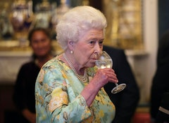 LONDON, ENGLAND - JULY 11: Queen Elizabeth II attends a reception for winners of The Queen's Awards for Enterprise, at Buckingham Palace on July 11, 2017 in London, England.  (Photo by Yui Mok - WPA Pool/Getty Images)