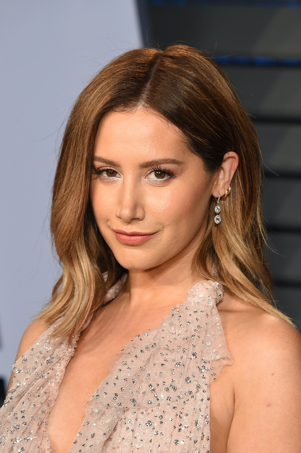 BEVERLY HILLS, CA - MARCH 04:  Actress Ashley Tisdale attends the 2018 Vanity Fair Oscar Party hosted by Radhika Jones at the Wallis Annenberg Center for the Performing Arts on March 4, 2018 in Beverly Hills, California.  (Photo by J. Merritt/Getty Images)