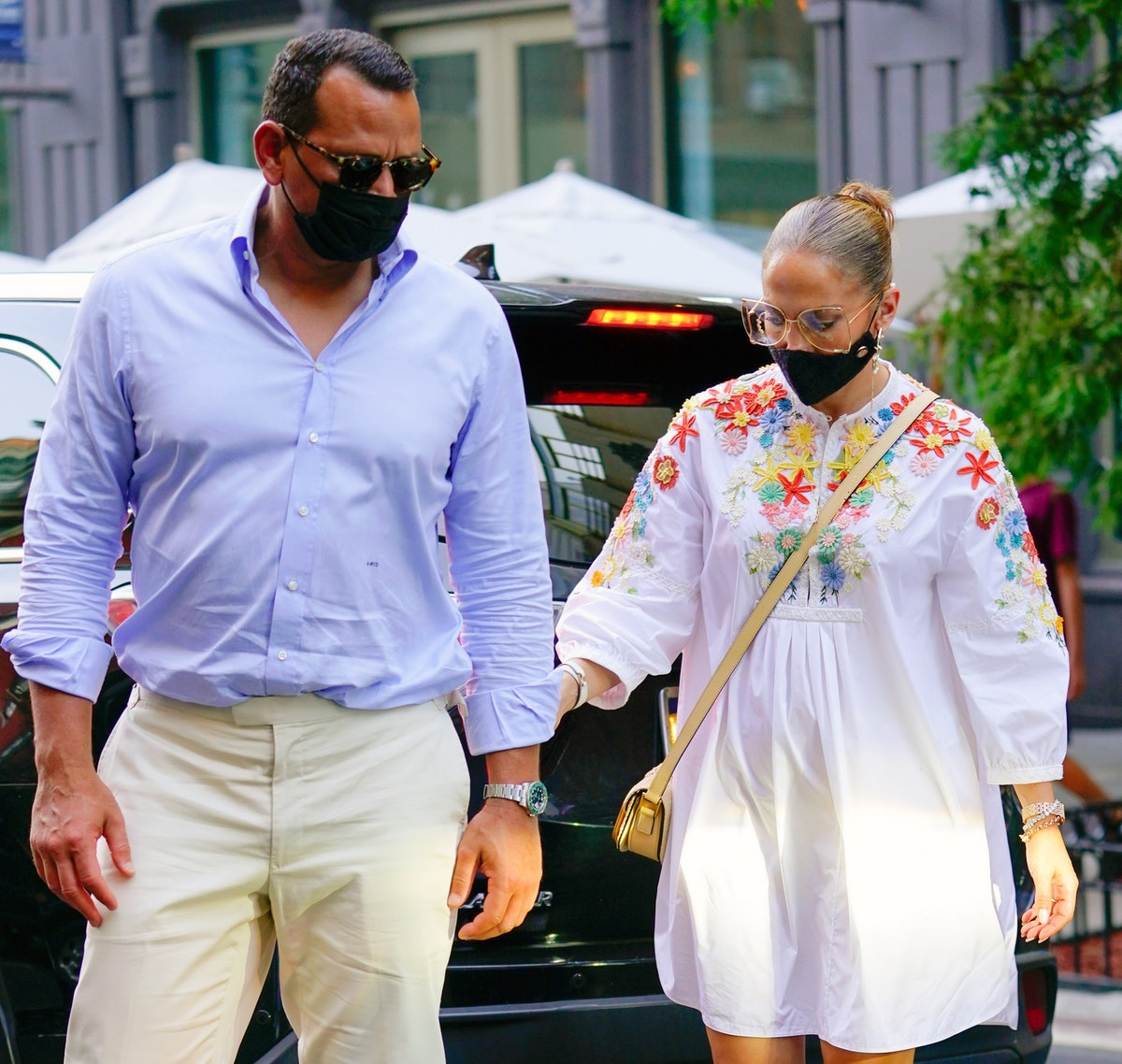 NEW YORK, NEW YORK - AUGUST 05: Jennifer Lopez and Alex Rodriguez wear protective face masks on August 05, 2020 in New York City. (Photo by Jackson Lee/GC Images)