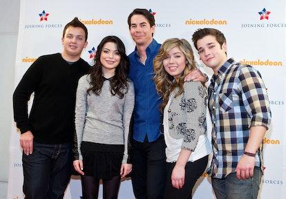 ALEXANDRIA, VA - JANUARY 13:  iCarly cast members Noah Munck,  Miranda Cosgrove, Jerry Trainor, Jean...