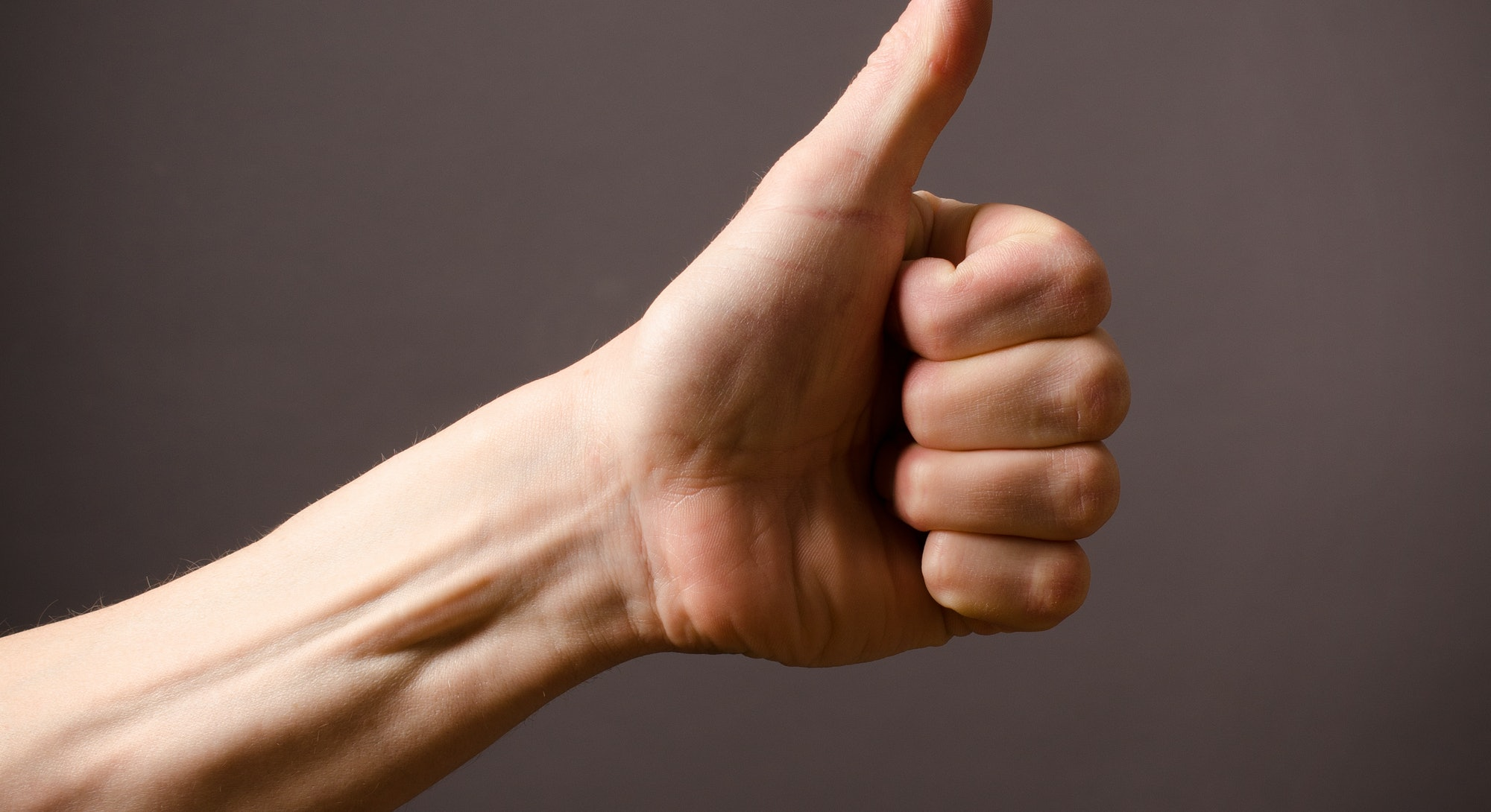 hand giving thumbs up gesture