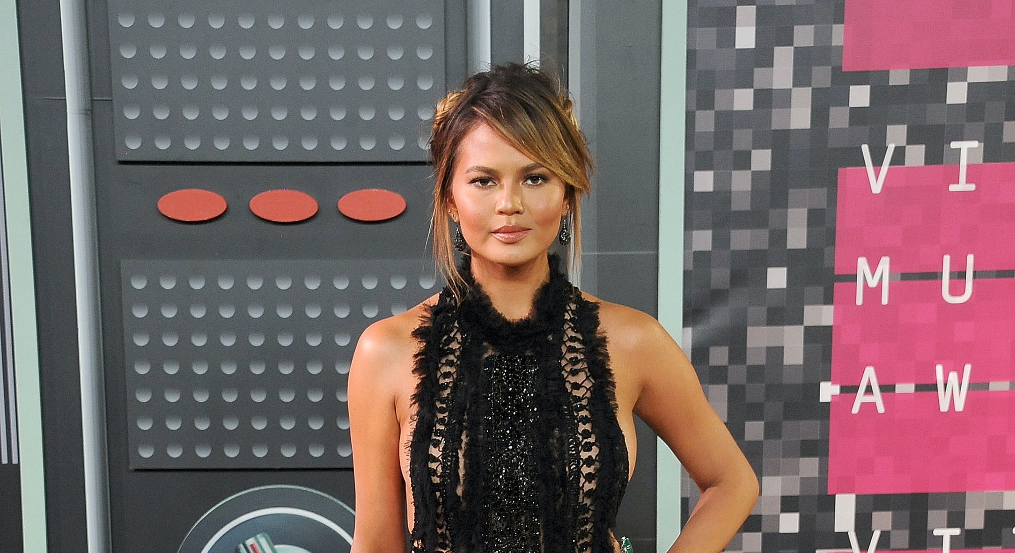 LOS ANGELES, CA - AUGUST 30:  Model Chrissy Teigen arrives at the 2015 MTV Video Music Awards at Microsoft Theater on August 30, 2015 in Los Angeles, California.  (Photo by Gregg DeGuire/WireImage)