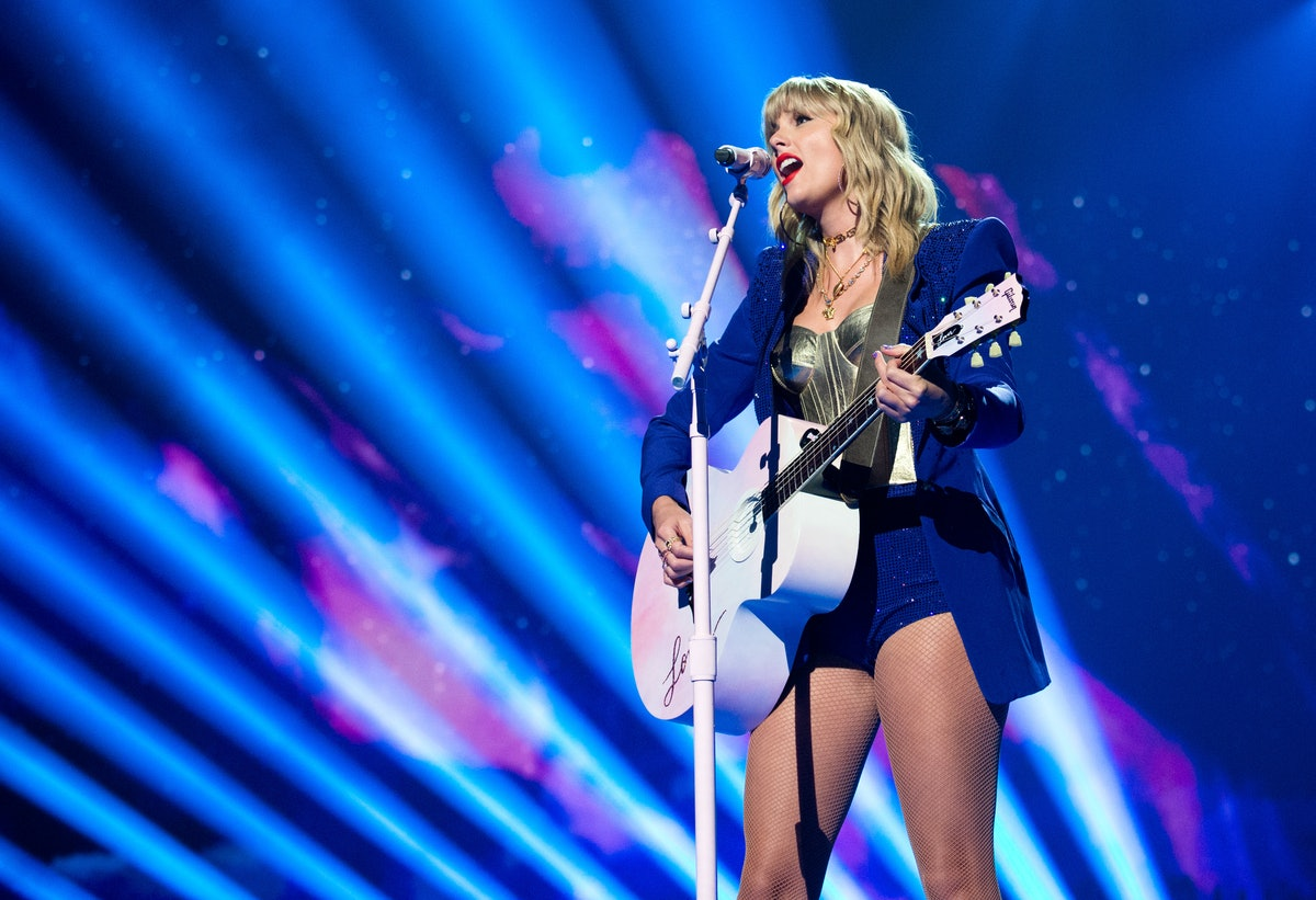 NEWARK, NEW JERSEY - AUGUST 26: Taylor Swift performs onstage during the 2019 MTV Video Music Awards at Prudential Center on August 26, 2019 in Newark, New Jersey. (Photo by John Shearer/Getty Images)