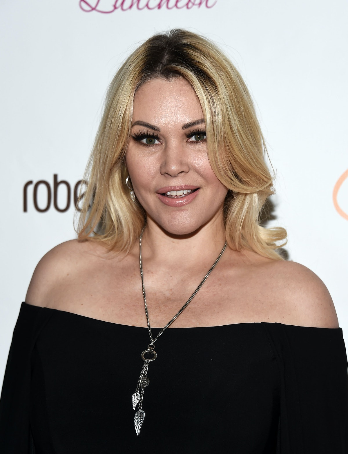 BEVERLY HILLS, CA - NOVEMBER 17:  Model Shanna Moakler arrives at the Lupus LA 15th Annual Hollywood Bag Ladies Luncheon at The Beverly Hilton Hotel on November 17, 2017 in Beverly Hills, California.  (Photo by Amanda Edwards/WireImage)
