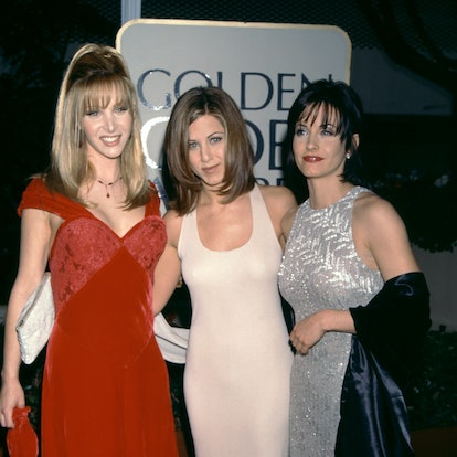 BEVERLY HILLS, CA - JANUARY 21: Actress Lisa Kudrow, actress Jennifer Aniston and actress Courteney Cox attend the 53rd Annual Golden Globe Awards on January 21, 1996 at the Beverly Hilton Hotel in Beverly Hills, California.  (Photo by Ron Davis/Getty Images)
