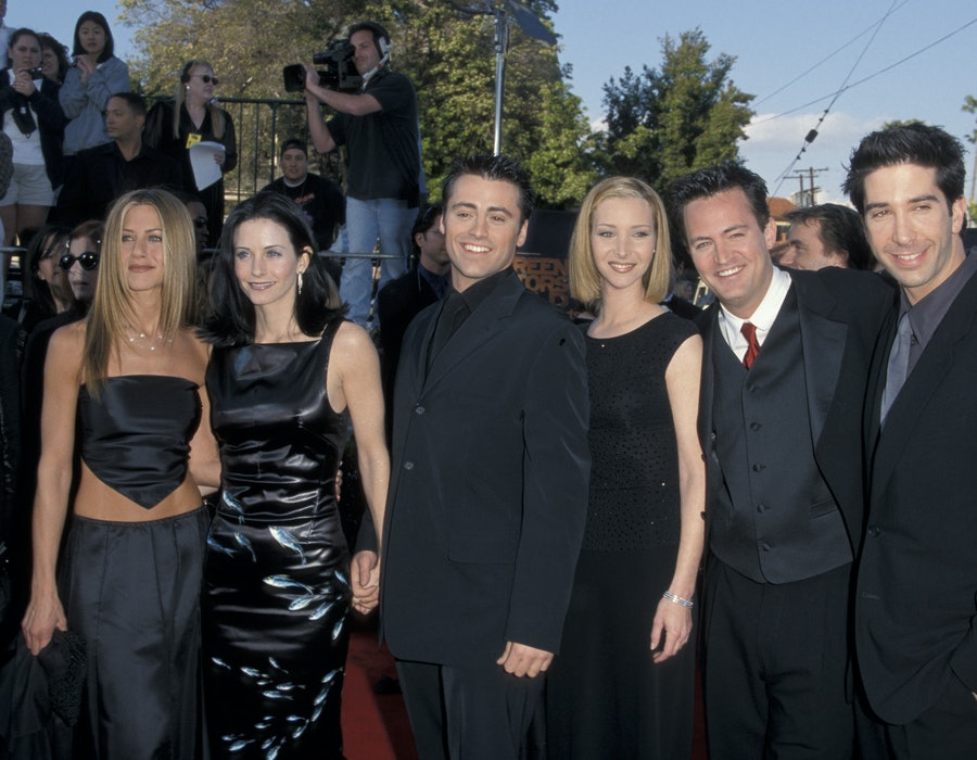 """Jennifer Aniston, Courteney Cox, Matt LeBlanc, Lisa Kudrow, Matthew Perry and David Schwimmer of """"Friends"""" (Photo by Jim Smeal/Ron Galella Collection via Getty Images)"""