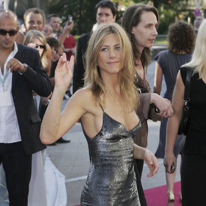 """HAMBURG, GERMANY - JUNE 12:  Actress Jennifer Aniston arrives for a special screening of """"The Break Up"""" June 12, 2006 in Hamburg, Germany.  (Photo by Sean Gallup/Getty Images)"""
